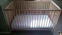 Crib and Mattress in excellent condition