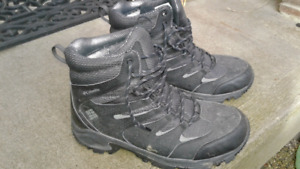 Columbia boys Winter boots (size 9)