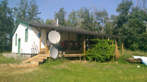 Bungalow on Acreage 4.5 acres, 3 km north of Busby / negociable
