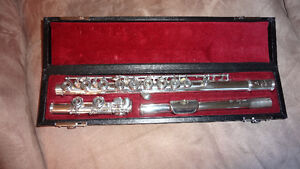 Professional quality silver flute for sale, rarely used.