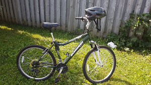 Green Mountain Bike with locks and helmet West Island Greater Montréal image 2