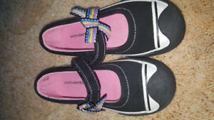 Toddler girls size 10 shoes euc
