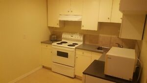 STUDENTS - Bsmt Suite. Close to UofA / Faculty St.Jean / Macewan