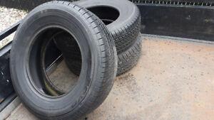 3 pneus Toyo (215 70 R15) pour mini-fourgonnettes (100$/3)