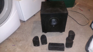 Home Theater Speaker Systems JBL SCS135.  Système de son. With w