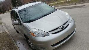 2008 Toyota Sienna LE DVD 144k Mint condition 416-858-7673