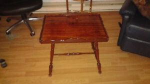 Antiquité, superbe table basse en bois de noyer