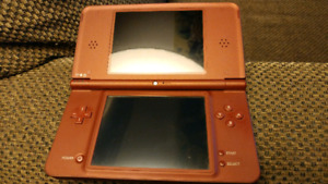 Nintendo DSi XL w backup flashcard