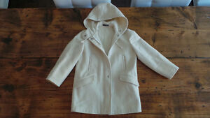 Girl's Coat Size 7-8 / Manteau fille Grandeur 7-8