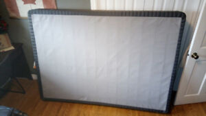 Queen size box spring. Used for a few months. Looks like new.