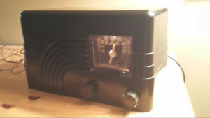 Northern Electric Baby Champ Model 5000 1940s AM Radio (working)