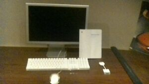 20' cinema display & key board and mouse all made by Apple.
