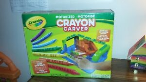 Motorized crayon carver