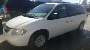 2001 Chrysler Town & Country Minivan, Van (Grand Forks B.C.)