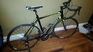 Giant Defy 3 road bike (only 300km like new)
