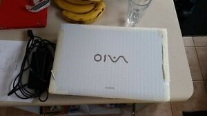 Sony VAIO white - Processor i3 fast laptop (with charger)
