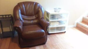 Faite une offre. Divan/chaise en cuir bufflo/ Leather sofa/chair Gatineau Ottawa / Gatineau Area image 3