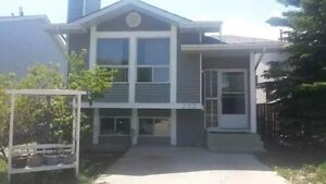 Sandstone 5 Bdrooms+2 baths Bi-level house for rent-NW