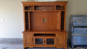 Large Solid Oak TV Cabinet and Hutch