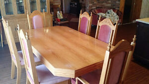 Dinning Table with leaf and 6 chairs