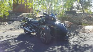 MINT  2009 Can-Am Spyder RS.  Phantom