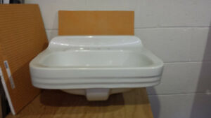 Wall mounted porcelain sink