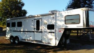 2007 Aluminum Sundowner 3 horse with LQ