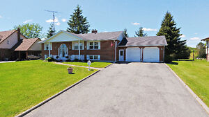 2+2 Bedroom Raised Bungalow Is Awaiting You!