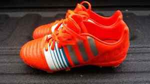 Youth soccer shoes size 1.5