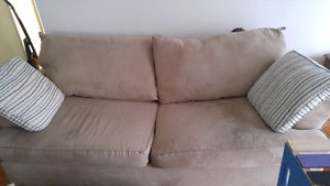 Couch and loveseat 75$