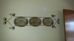 Plate holder with oval floral plates