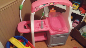 Kids Play Laundry Stand **COBOURG AREA**
