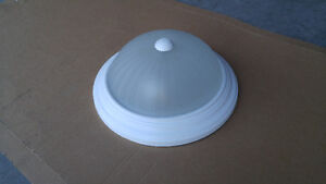 Flush ceiling light with 2 bulbs