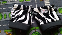 Like new stonz size small booties