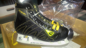 BRAND NEW JR HOCKEY SKATES