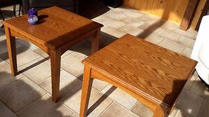 2 tables de salon bois massif 24 x24 pouces Lac-Saint-Jean Saguenay-Lac-Saint-Jean image 2