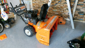 Souffleuse Columbia commerciale 13hp 33po power steering
