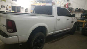 Sport package Laramie 2500, bright white with power everything!