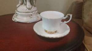 Royal Albert Val D'or Cup and Saucers
