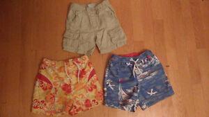 Lot vêtements garçon short et costumes de bain 24 mois