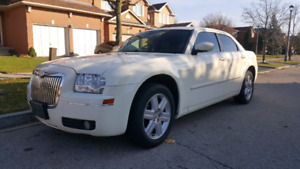 2005 Chrysler 300 AWD IN PERFECT CONDITION
