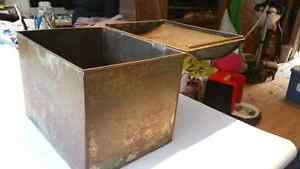 Vintage hump back tin container Peterborough Peterborough Area image 4
