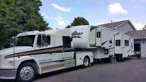 1993 FL 60 Freightliner 5th wheel hauler