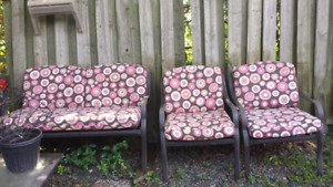 3pc outdoor patio chair and cushions