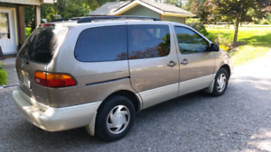 1998 Toyota Sienna LE. ***Certified and etested***