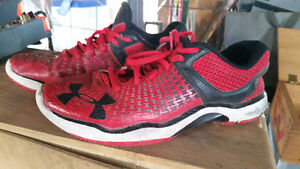 GREAT CONDITION SIZE 8 MEN'S UNDER ARMOUR RUNNING SHOES