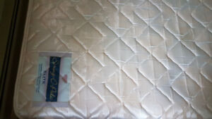 Queen mattress  with  box in good condition . (In lloydminster )