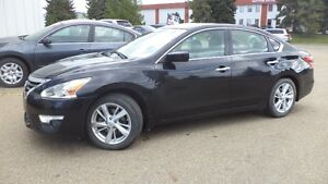 13 Altima S - auto - 4dr - LOADED - MAGS - A/C - ONLY 20,000KMS Edmonton Edmonton Area image 1