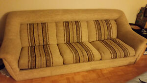 Free couch! Must go today!!! West Island Greater Montréal image 1