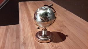 Une beau briquet Globe Terrestre (1970')